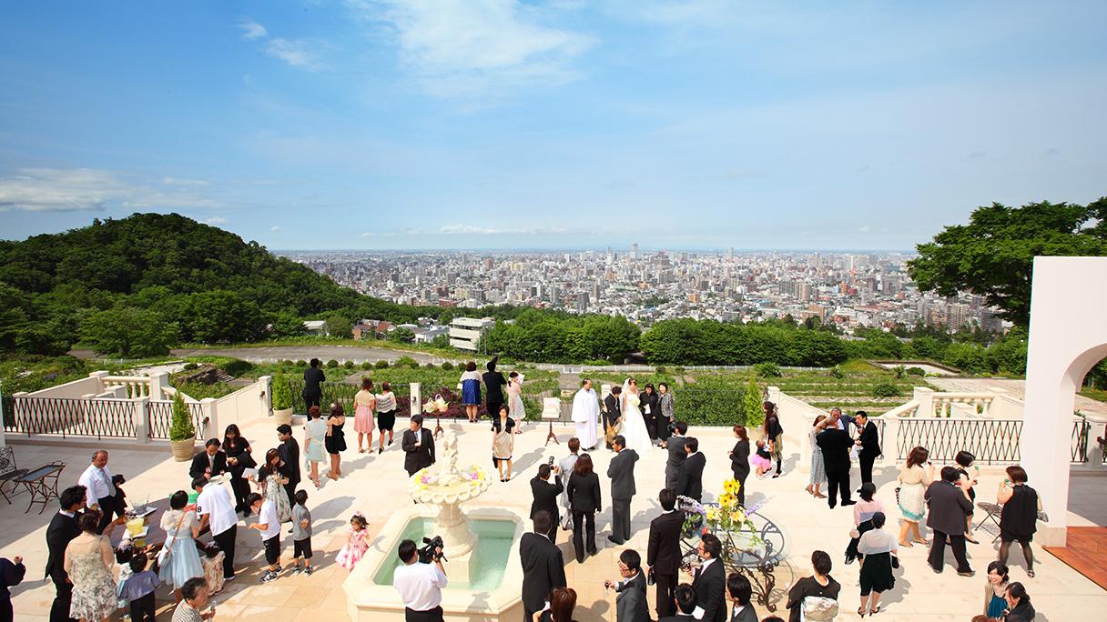 リゾートウエディングならローズガーデンクライスト教会の結婚式