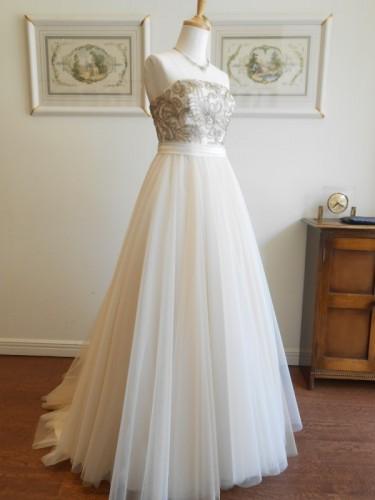 グランマニエのウェディングドレス|ニュアンスカラー