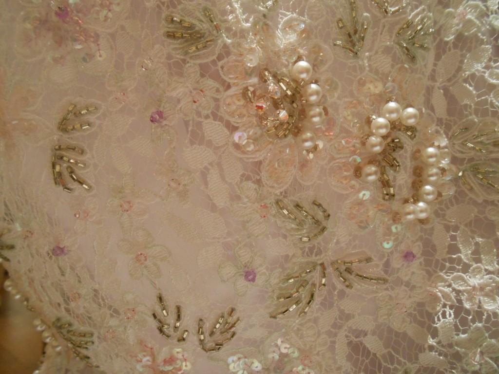 グランマニエのウェディングドレス|繊細なビーズ刺繍