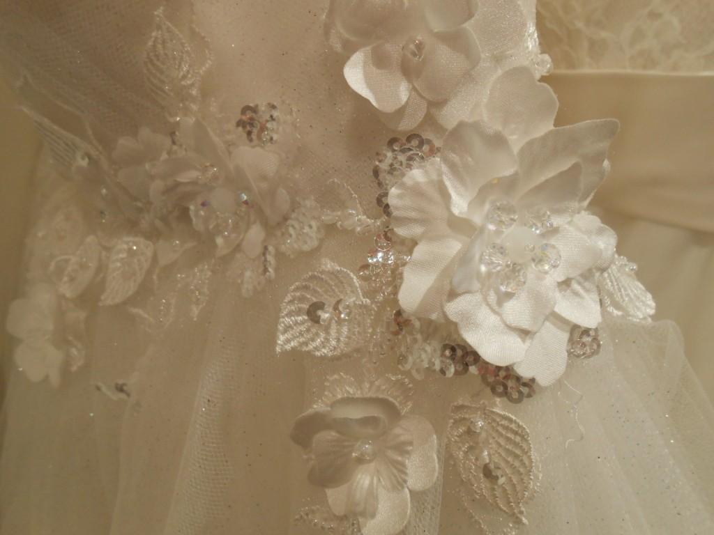 グランマニエのウェディングドレス|ビーズ刺繍