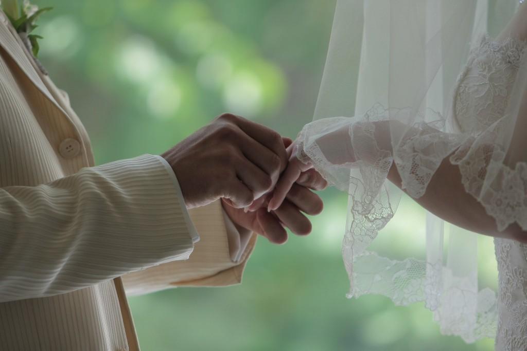 指輪交換の美しいシーン