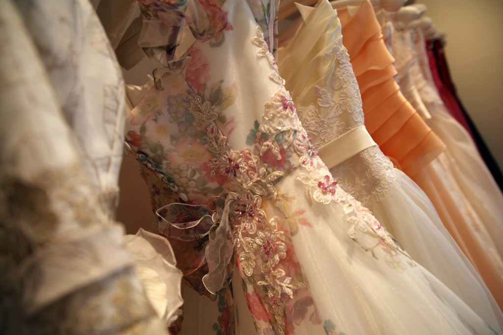 グランマニエのカラードレス|様々なビーズ刺繍