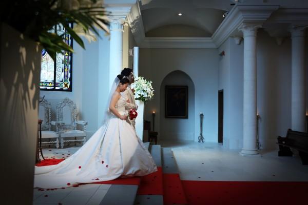 グランマニエのウエディングドレス|シルクタフタ素材