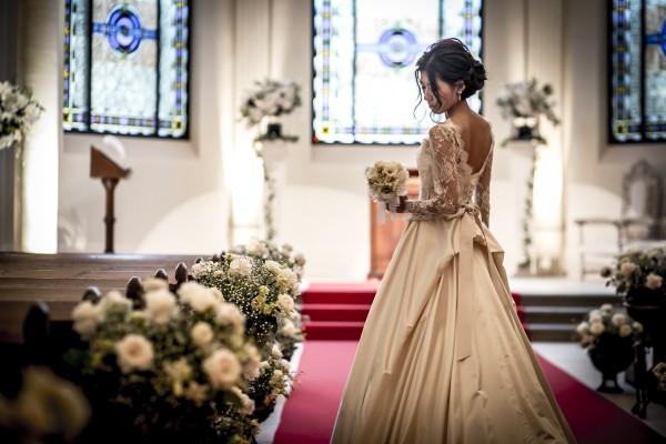 グランマニエのウエディングドレス|ローズガーデンクライスト教会にて