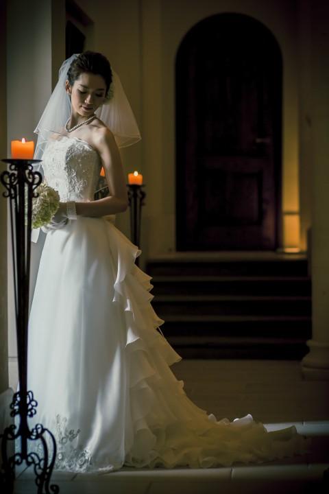 グランマニエのシルクのウエディングドレスを着る花嫁