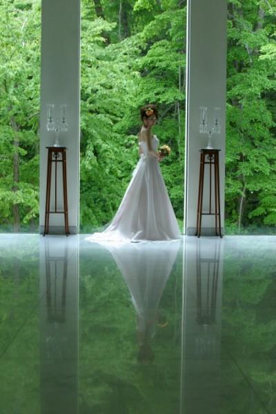 グランマニエのウエディングドレス|Aライン|ジャルダンドゥボヌールにて
