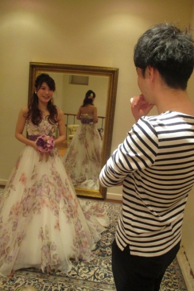 グランマニエのカラードレス|ご試着の様子