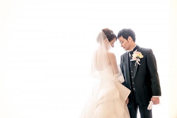 新郎新婦|グランマニエのウエディングドレスとタキシード