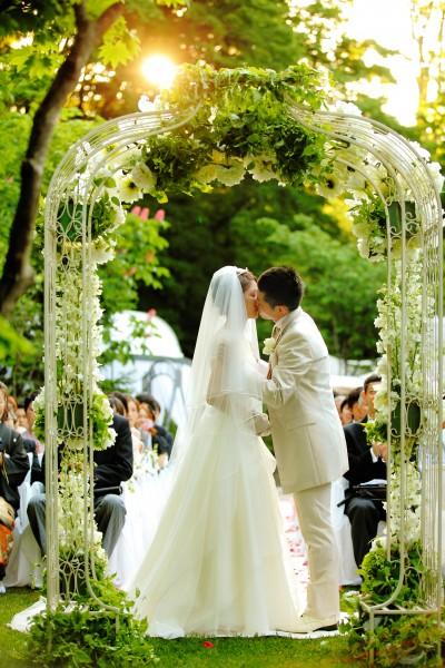 誓いのキス|ガーデンウエディング