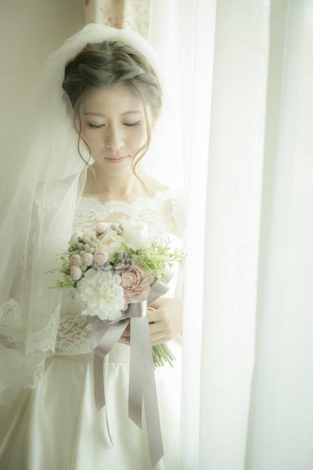 グランマニエのウエディングドレス|アップヘアスタイル