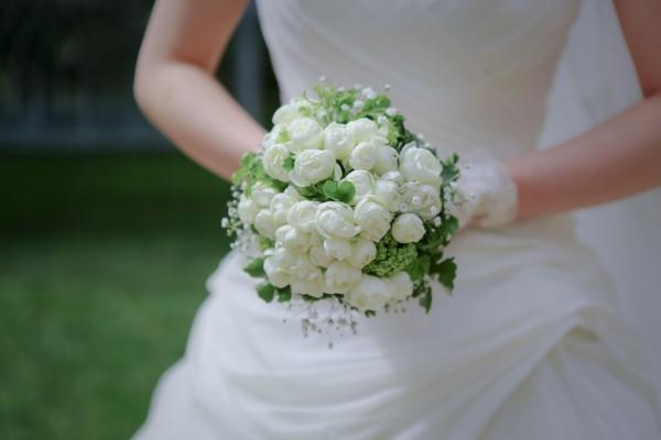 白いブーケ|グランマニエのウエディングドレス