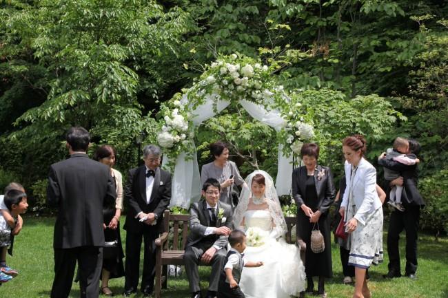 ガーデン挙式|グランマニエのウエディングドレス