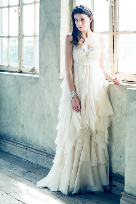 グランマニエのウエディングドレス|ノラブラッシュ