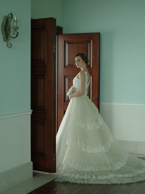 グランマニエのウエディングドレス|ビアンカローザ|バックトレーン