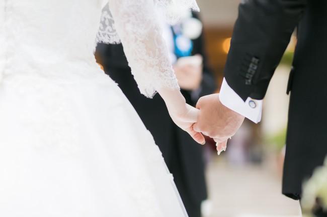 グランマニエの新郎新婦|ローズガーデンクライスト教会