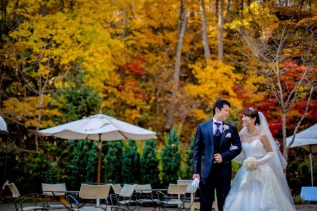 紅葉が美しい秋ウエディング