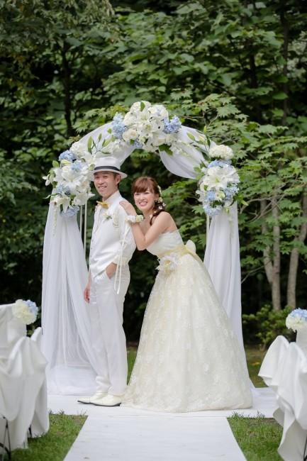 グランマニエのウエディングドレス|白タキシード|ガーデンウエディング