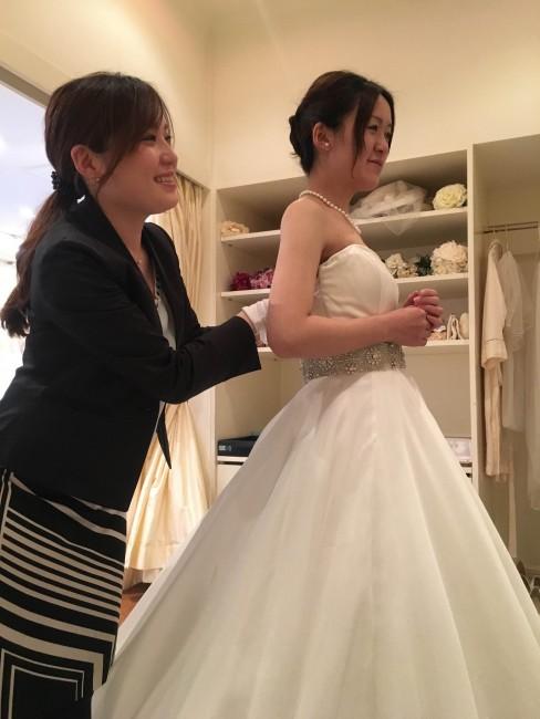 グランマニエのウエディングドレス|ドレスフィッティング