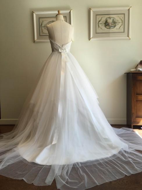 グランマニエのウエディングドレス|リボン|チュールのドレス