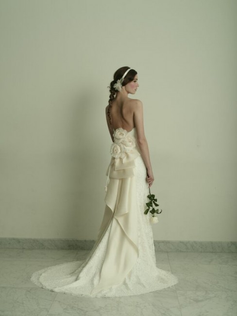 グランマニエのウエディングドレス|スレンダーのドレス|コサージュ|ラブ