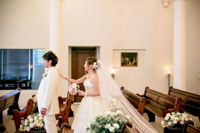 ファーストルック|ローズガーデンクライスト教会|グランマニエのウエディングドレス