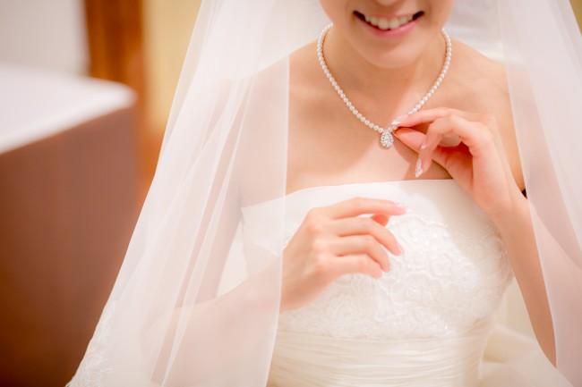 グランマニエのウエディングドレス|キャロル|お支度ショット