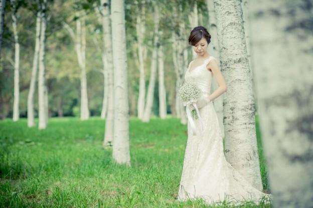 ロケーションフォト|グランマニエのウエディングドレス|肩付のドレス