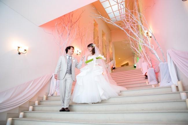 グランマニエのウエディングドレス|プリンセスライン|カラーのブーケ