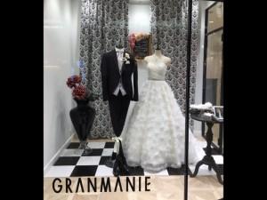 【ヨーコ】愛らしさたっぷりのロマンティックなドレスをディスプレイ