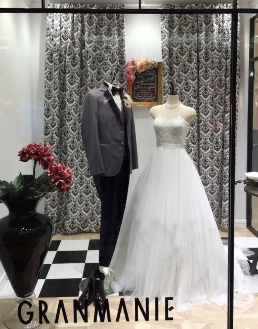 913123afdf931 タイガーリリー ガーデンウエディングにお勧めのドレスをディスプレイ ...