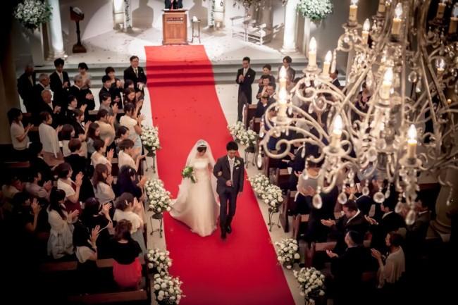 グランマニエのウエディングドレス|ローズガーデンクライスト教会|新郎新婦