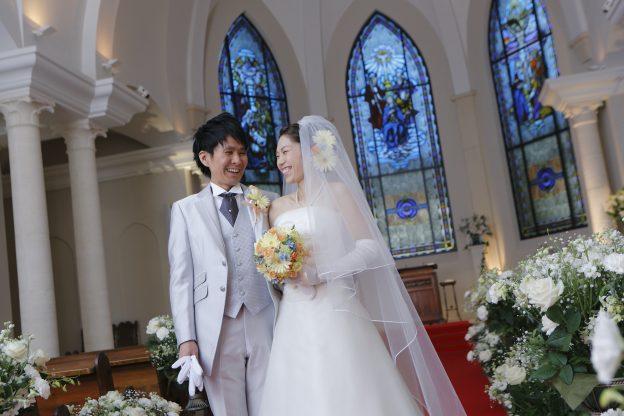 グランマニエのウエディングドレス|新郎新婦|ローズガーデンクライスト教会