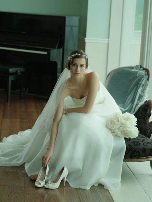 シルクオーガンジー|シルクのドレス|グランマニエのウエディングドレス|パンプス