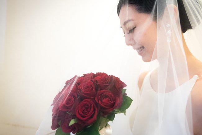 グランマニエのウエディングドレス|バラのブーケ|赤いバラのブーケ