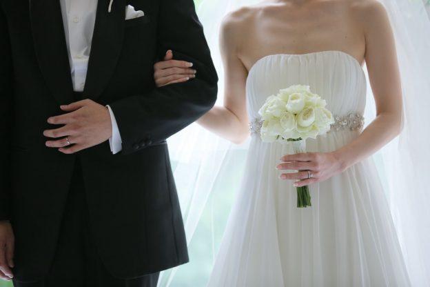 結婚式|バラのブーケ|グランマニエのウエディングドレス|エンパイアのドレス