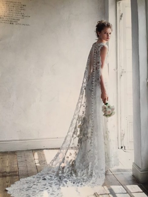 バックコンシャスドレス|グランマニエのウエディングドレス|スレンダードレス