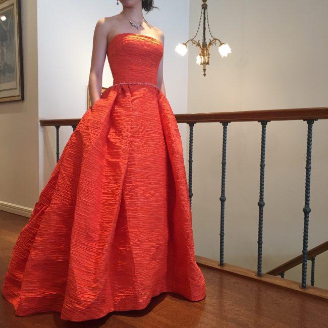 グランマニエの新作カラードレス|オレンジのドレス