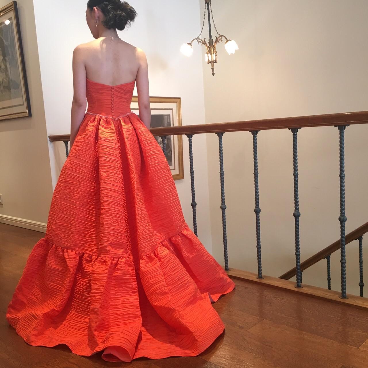 グランマニエのカラードレス|新作カラードレス|オレンジのドレス|個性的なドレス