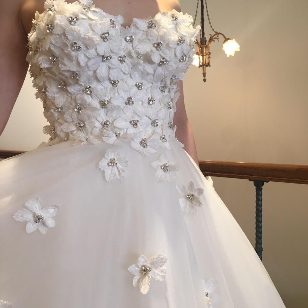 グランマニエのウエディングドレス|新作ドレス|お花のドレス