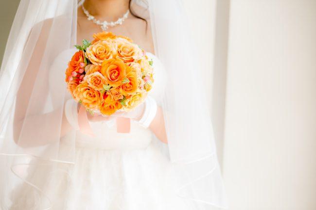 グランマニエのウエディングドレス|バラのブーケ|オレンジのブーケ