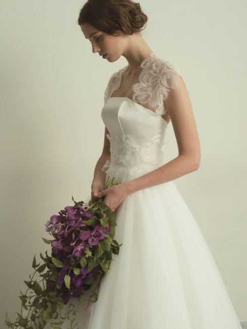 グランマニエのウエディングドレス ボレロ クラッチブーケ チュールのドレス