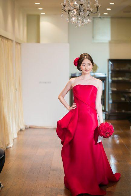 グランマニエのカラードレス 赤のドレス 赤のブーケ