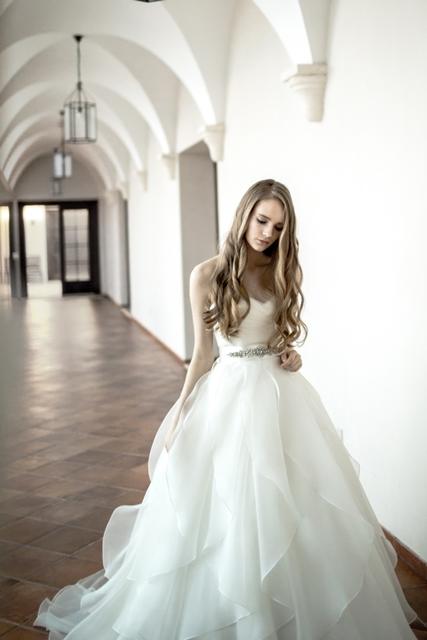 LAURELL | ローレル|グランマニエのウエディングドレス
