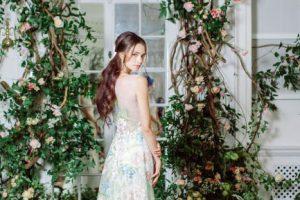 【マイア】絵画のように美しいレース刺繍の新作ウエディングドレス