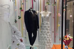 【アンセル】トレンドのティアードで表情豊かなレースづかいのスレンダードレスを展示