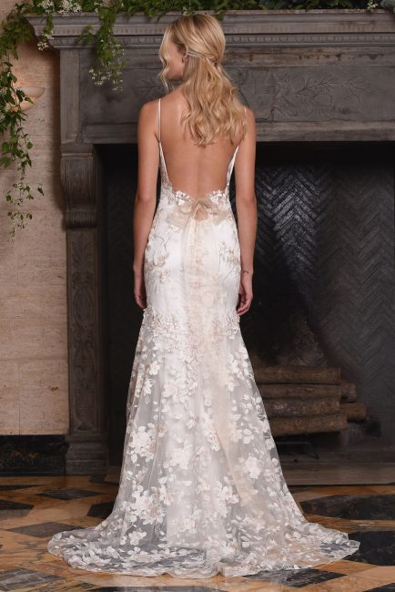 APRIL | クレア|グランマニエのウエディングドレス