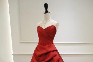 ブレイク|BLAKE|赤のカラードレス