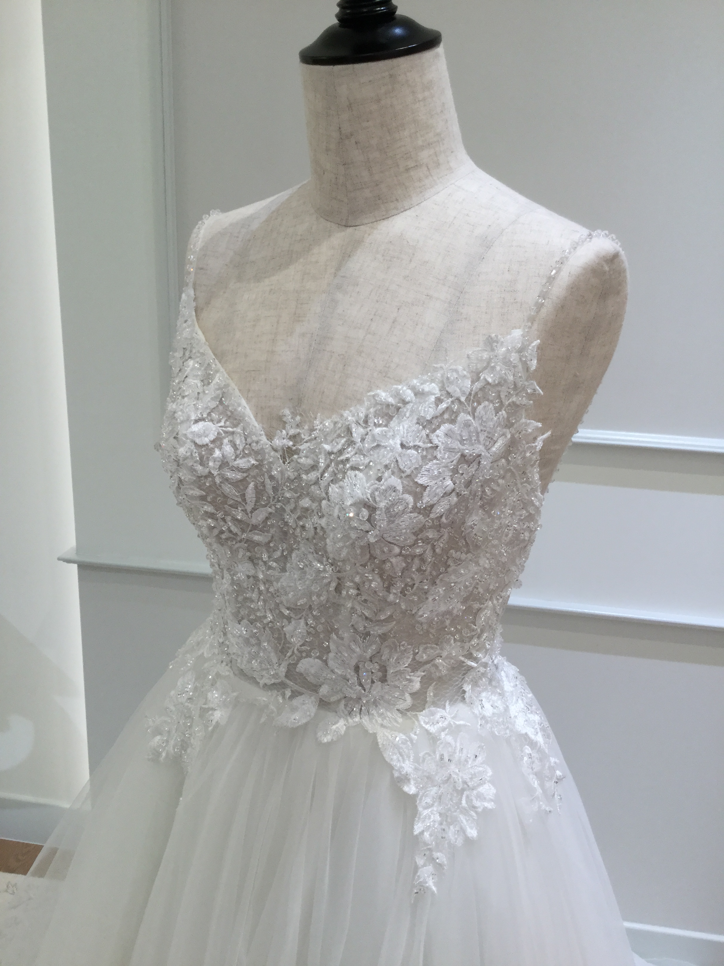CATLIN   カテリーン  チュールドレス ビジュー グランマニエのウエディングドレス