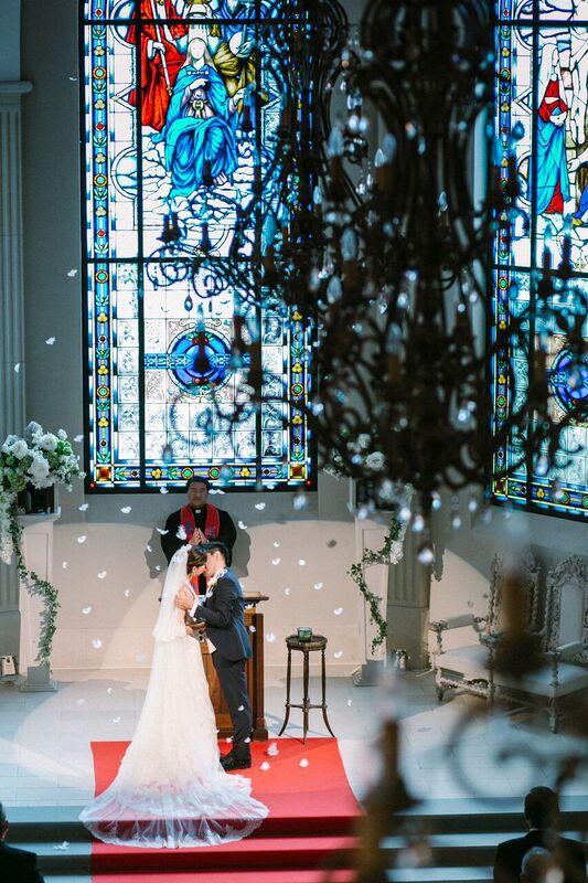 ローズガーデンクライスト教会|誓いのキス