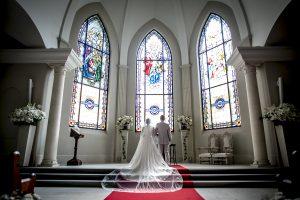 グランマニエの新郎新婦 ローズガーデンクライスト教会
